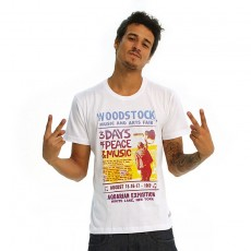 Camiseta Amply Woodstock | 3 Days of Peace and Music | Algodão | Branca