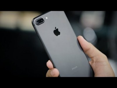 iPhone 7 Plus 128GB PRETO Tela Retina HD 5,5'' 3D Touch Câmera Dupla de 12MP - Apple  - foto principal 2