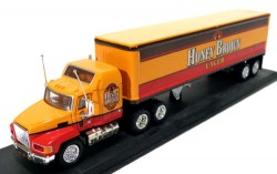 Caminhão Honey Brown Mack Truck 1/100 Matchbox Collectibles CCY05  - foto principal 1