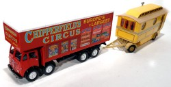 Caminhão Foden Closed Pole Truck With Caravan Chipperfields Circus 1/50 Corgi 97888  - foto principal 1