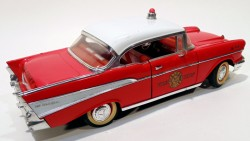 Chevrolet Belair 1957 Fire Chief 1/18 Road Legends (COM DEFEITO)  - foto principal 2