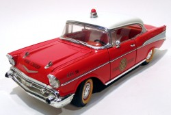 Chevrolet Belair 1957 Fire Chief 1/18 Road Legends (COM DEFEITO)  - foto principal 1
