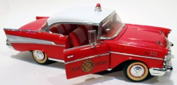 Chevrolet Belair 1957 Fire Chief 1/18 Road Legends (COM DEFEITO)  - foto principal 4