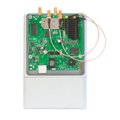 BaseBox 5 RouterBOARD 912UAG with 600Mhz Atheros CPU, 64MB RAM, 1xGigabit LAN, USB, miniPCIe, built-in 5Ghz 802.11a/n 2x2 two chain wireless with two RP-SMA connectors, RouterOS L4, outdoor enclosure, POE, PSU, pole mount, rail mount  - foto principal 2