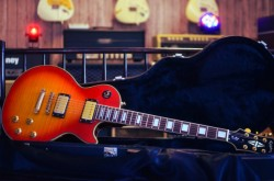 Guitarra Epiphone Les Paul Custom Flamed Maple Cherry Sunburst  - foto principal 1