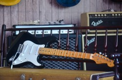 Guitarra Fender Stratocaster 50`s ''Blackie'' Crafted in Japan  - foto principal 1
